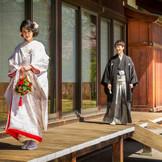 迎賓館では、古式ゆかしい雰囲気を大切にしつつ、ふたりらしさも織り交ぜるオリジナル挙式「和婚式~縁(えにし)~」が可能。