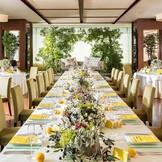 【Orchid】自然素材をふんだんにあしらった陽光差し込む明るい披露宴会場