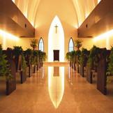 独立型の教会は荘厳で落ち着いた雰囲気