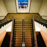 ホワイエに続く階段はもフォトスポットに。