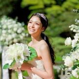 【ガーデンでの挙式は新婦様をさらに美しく見せてくれる】
