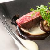 牛フィレ肉のグリエ。絶妙な焼き加減で1番柔らかい状態でご提供致します。