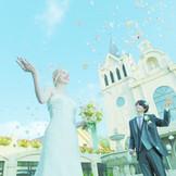 """中庭""""テールプロミーズ""""からは、セントマーティン大聖堂が望めます。挙式後のアフターセレモニーも可能です。"""