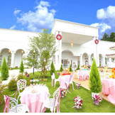 綺麗な緑とお花に囲まれたホワイトハウス。2,000坪の敷地を貸し切って、自由で楽しいパーティを叶えて!