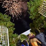 ガーデン打上げ花火はゲストの記憶に残ること間違いなし! ラストの演出にどうぞ。