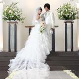 自然光が入る幻想的なチャペルでお二人の大切な結婚式をあげてください!