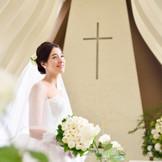ホワイトローズが綴るのは、出逢いから結婚までのストーリー