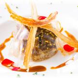 『ヴェールを纏った牛フィレ肉とフォアグラのソテー』こちらは西洋料理の肉料理の一つです。