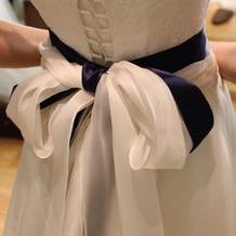 白ドレスに紺のリボンがお気に入りでした。