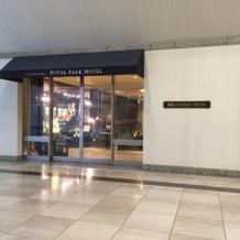 ホテル入り口(複数あるうちのひとつ)