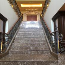 入り口入ると階段があります