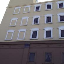 外から見た建物の様子