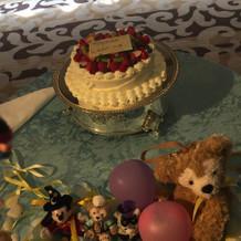ケーキの周りにミッキー