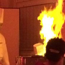 オープンキッチンでお肉を焼いてくれました