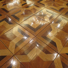 美しすぎる寄木細工の床