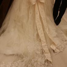 神田うのドレスの後ろ