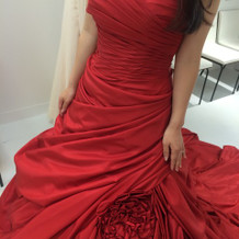 真っ赤なお色直しのドレス