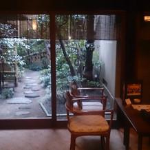 待合室とそこからのお庭