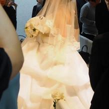 ウェディングドレス(横から)