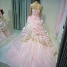 試着したドレス③