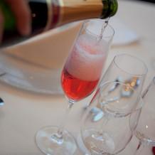 白ワインを入れたのに赤くなる。。。
