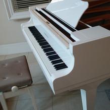 入り口のグランドピアノ