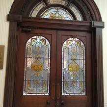 チャペル入り口(外側)の扉