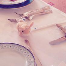 メインテーブル。娘のぬいぐるみがいい感じ