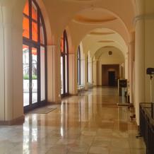 結婚式場周辺の廊下