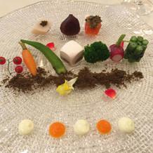 前菜 花舞う野菜のガルグイユ