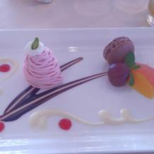 デザート、フルーツのアンサンブル