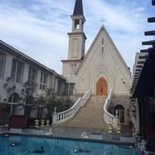 白い教会がステキです