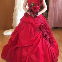 カラードレスの正面の写真です。