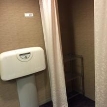 トイレ内の授乳スペース