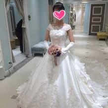 ホワイトのプリンセスドレス