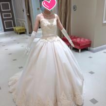 アイボリーのプリンセスドレス