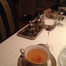 食後の紅茶 器も素敵で中にも花模様