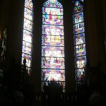 大聖堂のステンドグラスが本格的です。
