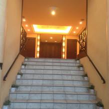 礼拝堂へ続く階段