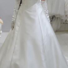 サテンの大人っぽいドレス