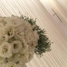 お花。十字架は取り外し可