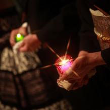 キャンドルリレーは灯りを繋ぎ印象的