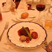肉料理(好みで赤ワイン)