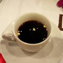 コーヒーに金箔が浮いててお祝い感が