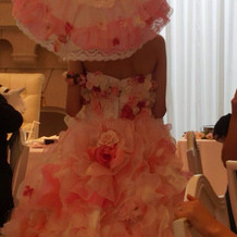 ドレスの後ろ姿です!