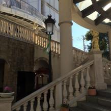 チャペルの前の階段