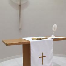 チャペルの牧師さんの誓う台