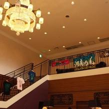好きなアーティストのグッズを飾った階段