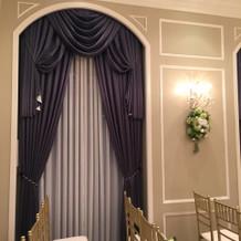挙式会場 のカーテン