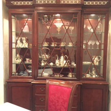 親族控室の食器棚